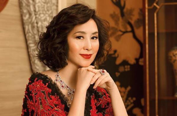 Nữ tỷ phú giàu bậc nhất Hồng Kông: Bị hoa hậu cướp chồng vẫn làm nên đế chế sòng bạc-5