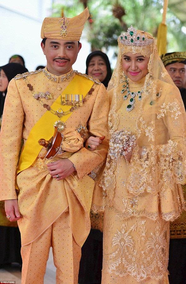 Nàng dâu hoàng gia Brunei từng gây choáng trong đám cưới kéo dài 11 ngày, phủ đầy vàng và kim cương, xa xỉ bậc nhất giờ ra sao sau 3 năm kết hôn?-1