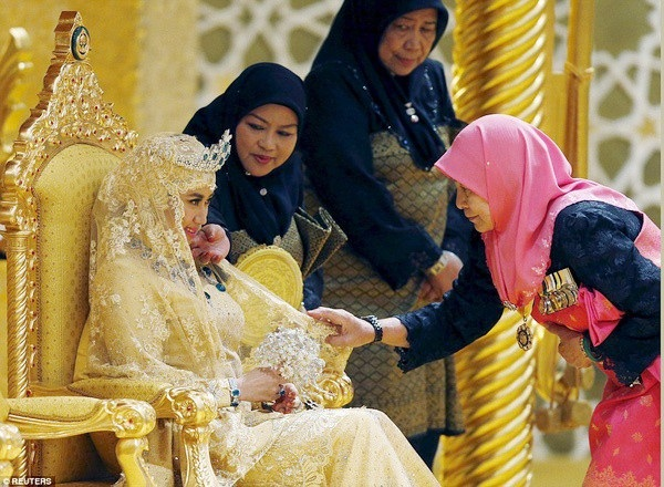 Nàng dâu hoàng gia Brunei từng gây choáng trong đám cưới kéo dài 11 ngày, phủ đầy vàng và kim cương, xa xỉ bậc nhất giờ ra sao sau 3 năm kết hôn?-2