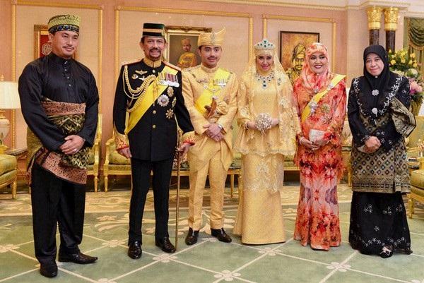 Nàng dâu hoàng gia Brunei từng gây choáng trong đám cưới kéo dài 11 ngày, phủ đầy vàng và kim cương, xa xỉ bậc nhất giờ ra sao sau 3 năm kết hôn?-4