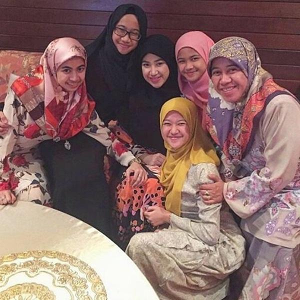 Nàng dâu hoàng gia Brunei từng gây choáng trong đám cưới kéo dài 11 ngày, phủ đầy vàng và kim cương, xa xỉ bậc nhất giờ ra sao sau 3 năm kết hôn?-6