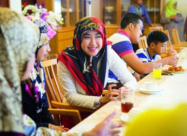 Nàng dâu hoàng gia Brunei từng gây choáng trong đám cưới kéo dài 11 ngày, phủ đầy vàng và kim cương, xa xỉ bậc nhất giờ ra sao sau 3 năm kết hôn?-7