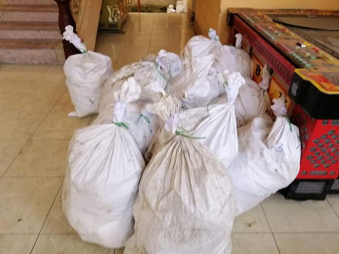 Vụ bắt giữ gần 1 tấn ma túy đá ở Nghệ An: Từ đống rác ven đường đến nhà kho toàn loa thùng-4