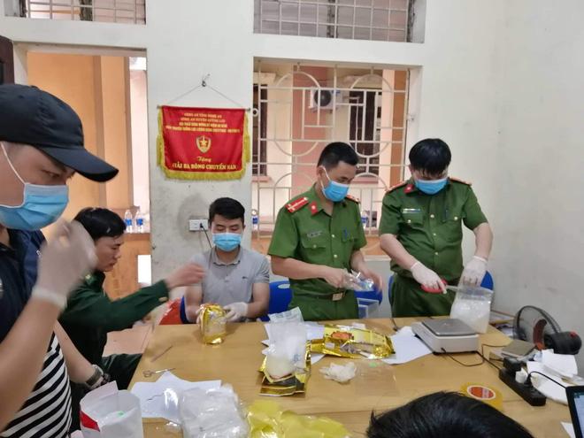Vụ bắt giữ gần 1 tấn ma túy đá ở Nghệ An: Từ đống rác ven đường đến nhà kho toàn loa thùng-14