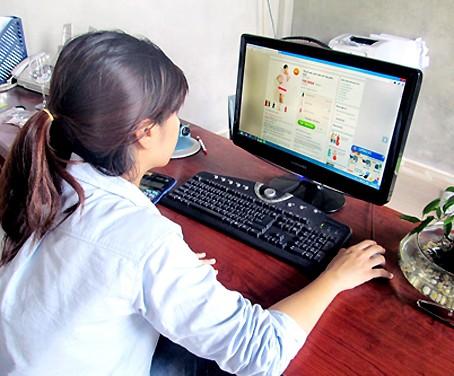 Chị em tranh cãi kịch liệt: Mua hàng online mà không công khai giá, shop cứ bắt check inbox là bình thường hay vô duyên-2