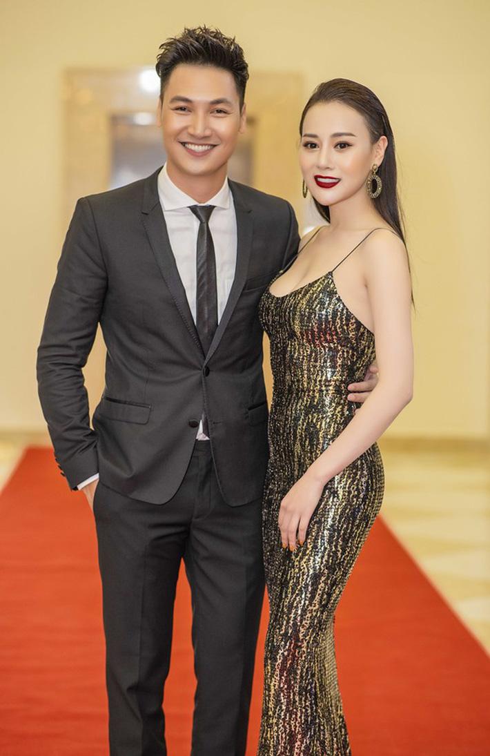 Quỳnh búp bê Phương Oanh lên mạng trút giận, ai ngờ lại được nam diễn viên vợ con đề huề chọc ngoáy-3