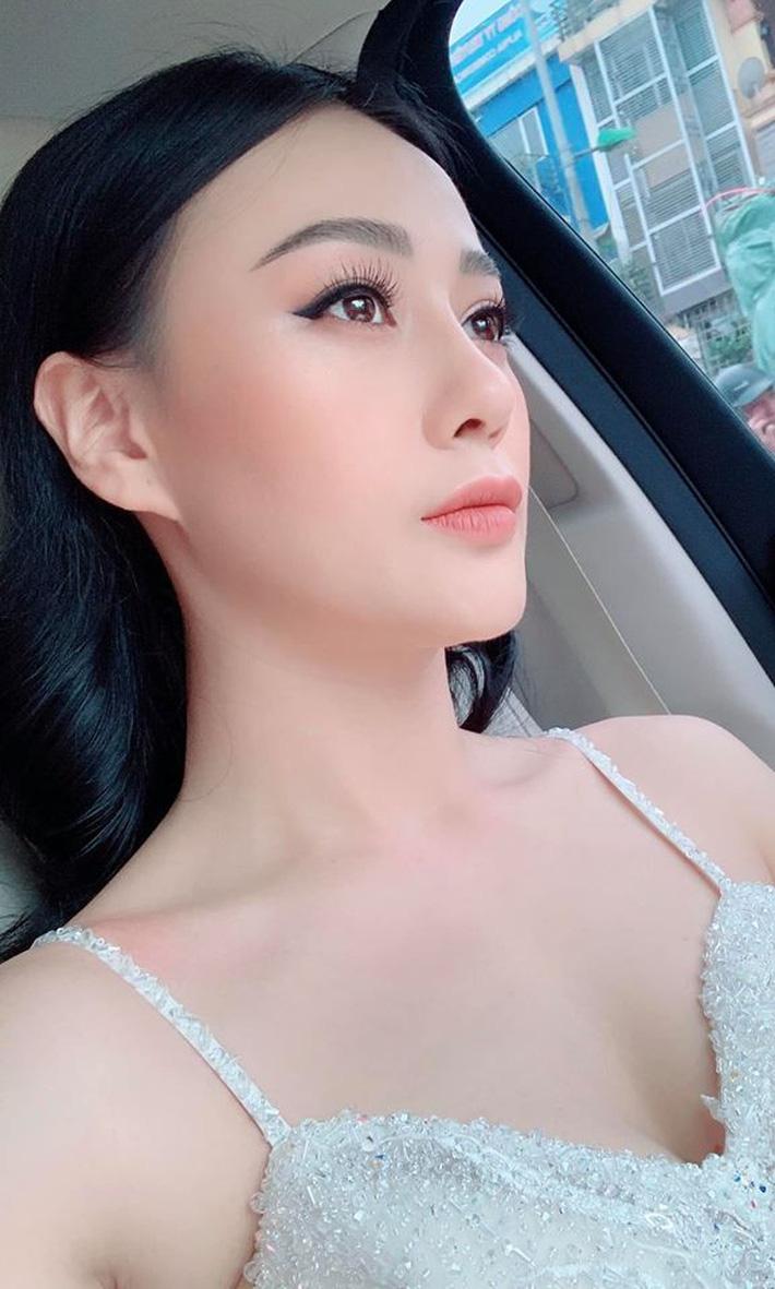 Quỳnh búp bê Phương Oanh lên mạng trút giận, ai ngờ lại được nam diễn viên vợ con đề huề chọc ngoáy-1