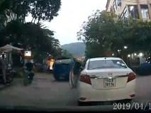 Góc ý thức: Dừng xe  giữa ngã ba đường để vào cửa hàng mua trà sữa