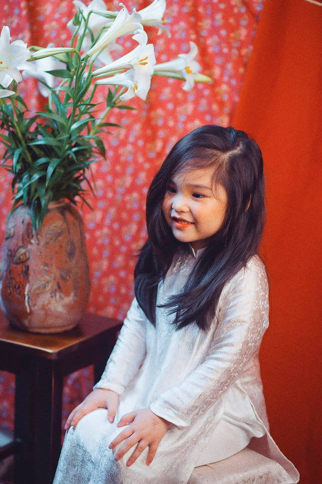 Sốt sắng lên kế hoạch cho con gái chụp bộ ảnh thiếu nữ bên hoa huệ, nhưng cái kết lại khiến mẹ trẻ khóc ròng-11