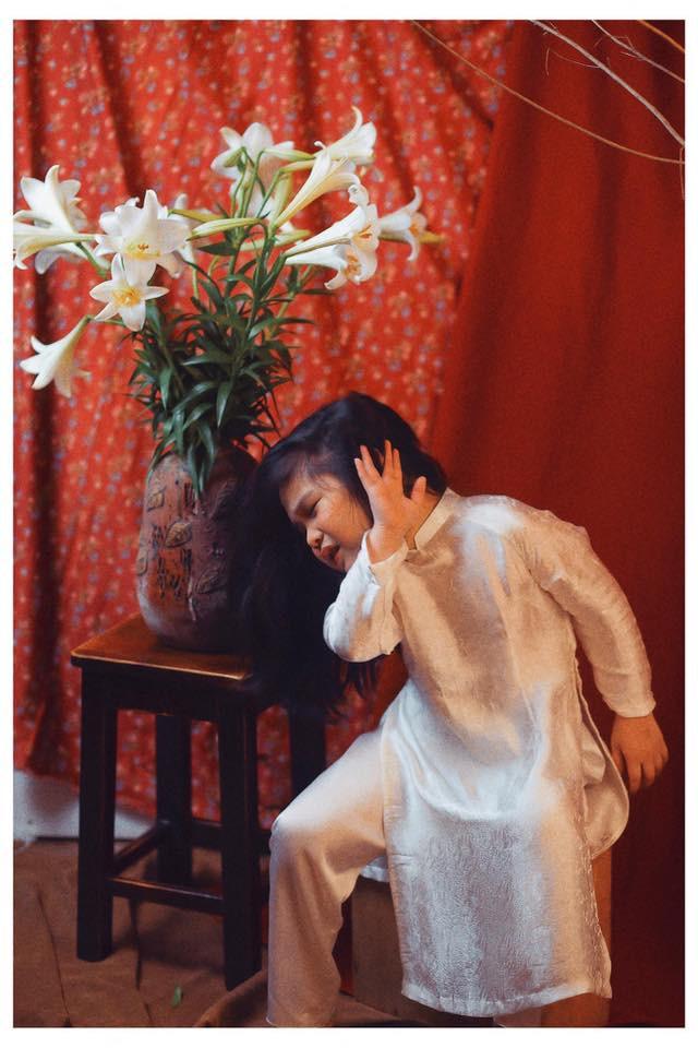 Sốt sắng lên kế hoạch cho con gái chụp bộ ảnh thiếu nữ bên hoa huệ, nhưng cái kết lại khiến mẹ trẻ khóc ròng-4