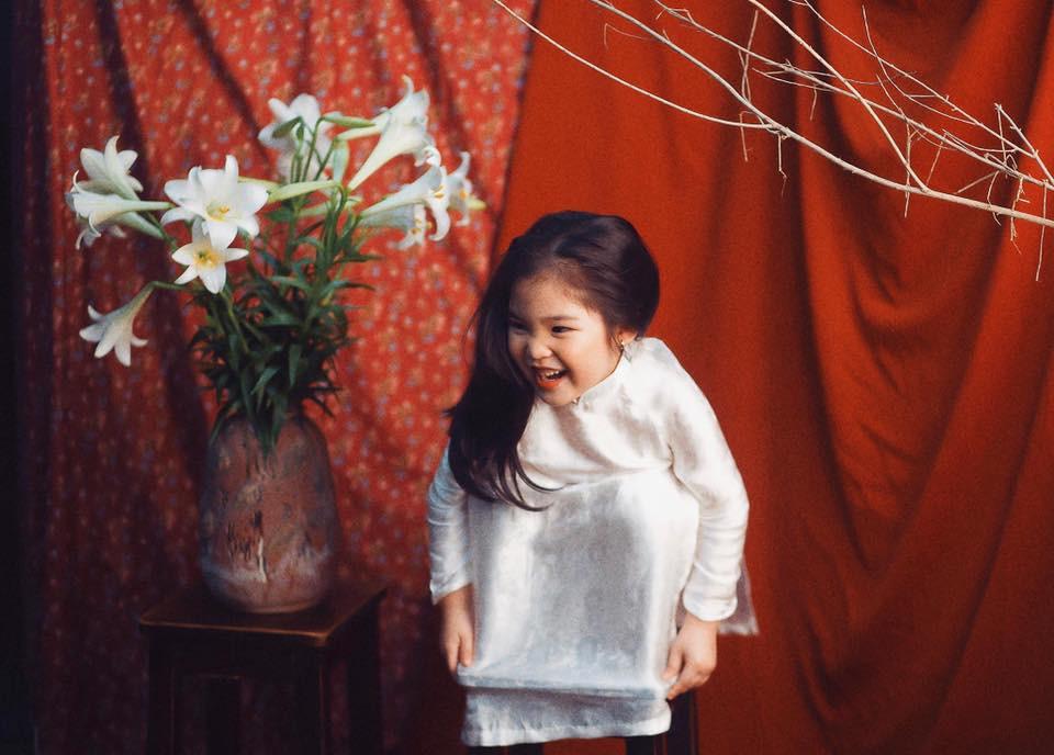 Sốt sắng lên kế hoạch cho con gái chụp bộ ảnh thiếu nữ bên hoa huệ, nhưng cái kết lại khiến mẹ trẻ khóc ròng-5