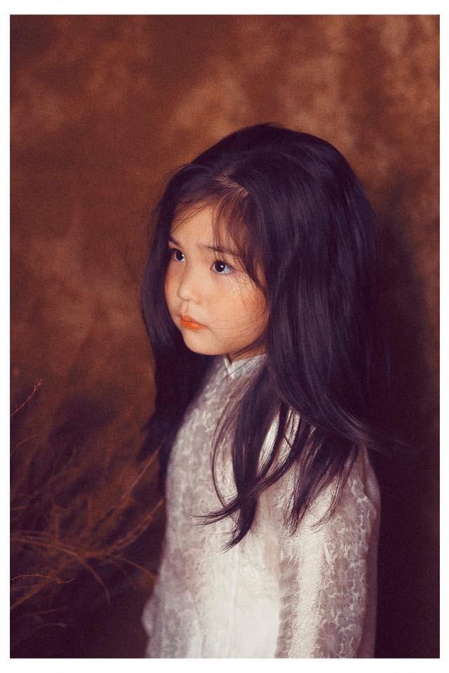 Sốt sắng lên kế hoạch cho con gái chụp bộ ảnh thiếu nữ bên hoa huệ, nhưng cái kết lại khiến mẹ trẻ khóc ròng-7