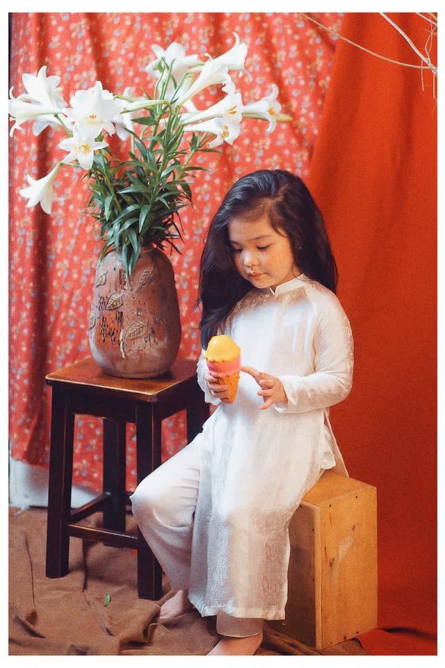 Sốt sắng lên kế hoạch cho con gái chụp bộ ảnh thiếu nữ bên hoa huệ, nhưng cái kết lại khiến mẹ trẻ khóc ròng-6