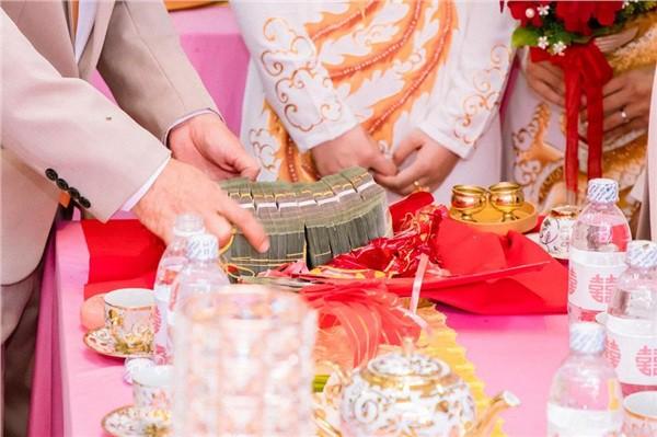 Dân mạng lại kinh ngạc với đám hỏi siêu khủng ở Kiên Giang: Cô dâu 19 tuổi, sính lễ hơn 888 triệu, 14 cây vàng-2