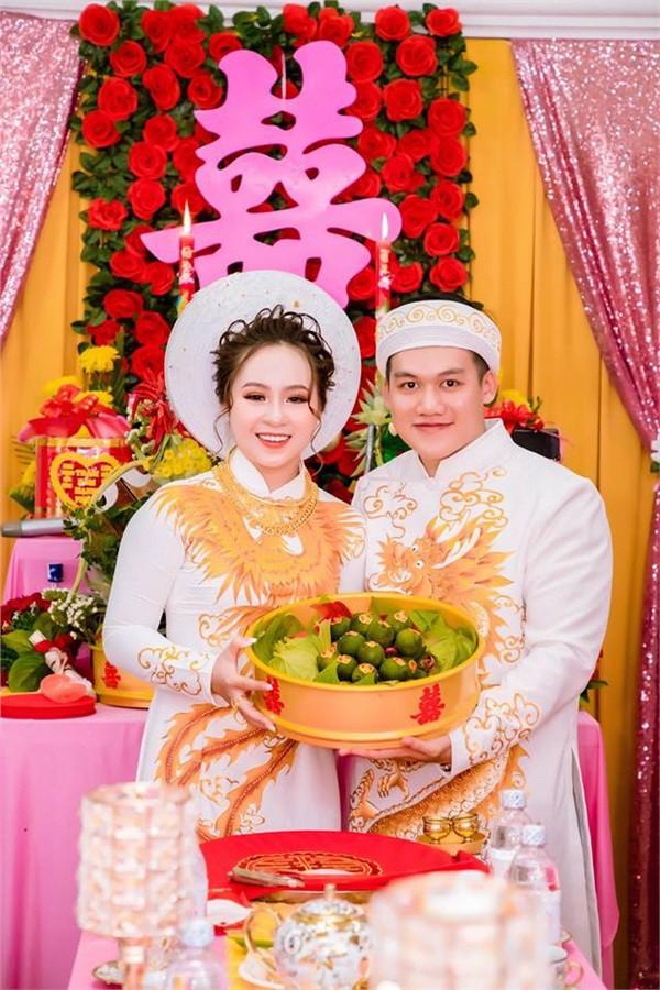 Dân mạng lại kinh ngạc với đám hỏi siêu khủng ở Kiên Giang: Cô dâu 19 tuổi, sính lễ hơn 888 triệu, 14 cây vàng-1