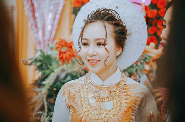 Dân mạng lại kinh ngạc với đám hỏi siêu khủng ở Kiên Giang: Cô dâu 19 tuổi, sính lễ hơn 888 triệu, 14 cây vàng-6