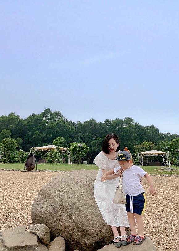 Chỉ là chụp ảnh đi nghỉ dưỡng thôi nhưng mẹ con Ly Kute lại mỗi người một vẻ như sắp sửa được lên bìa tạp chí-7