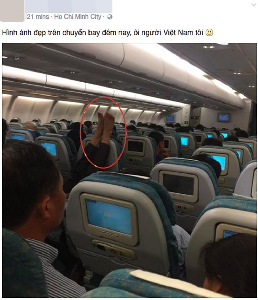 Bức ảnh 'ôm trọn vòng chân' trên máy bay khiến nhiều người phẫn nộ-3