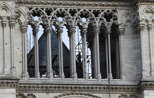 Giới điều tra Pháp hé lộ nguyên nhân cháy Nhà thờ Đức Bà Paris-1