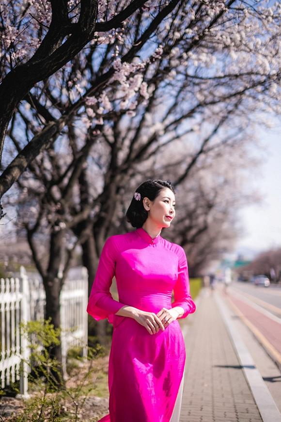 Hoa hậu Hà Kiều Anh trẻ trung, khoe dáng thon gọn ở Hàn Quốc-1