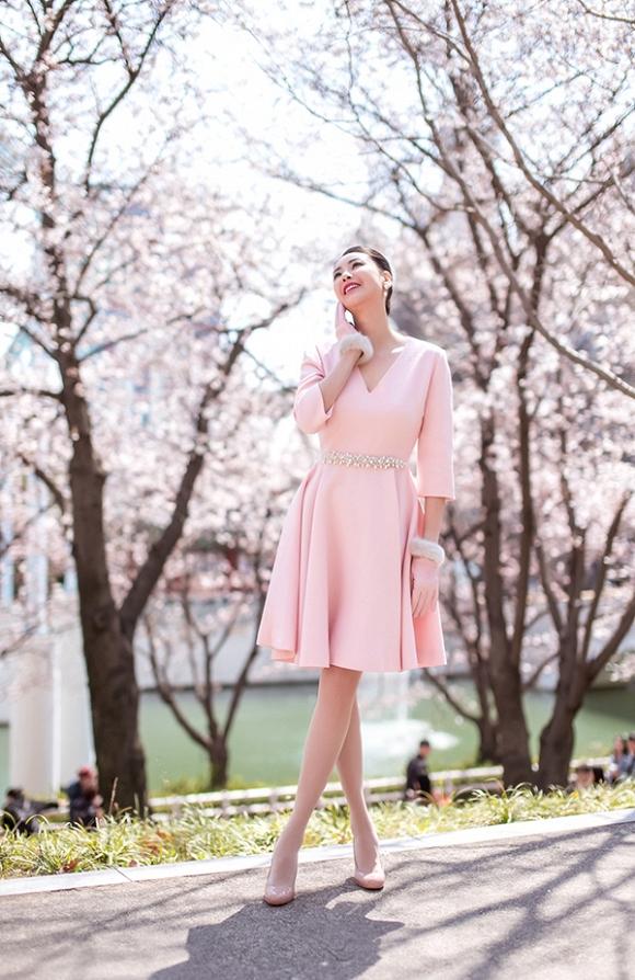 Hoa hậu Hà Kiều Anh trẻ trung, khoe dáng thon gọn ở Hàn Quốc-13