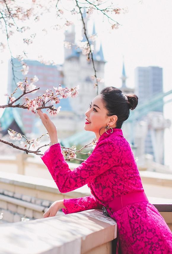 Hoa hậu Hà Kiều Anh trẻ trung, khoe dáng thon gọn ở Hàn Quốc-8