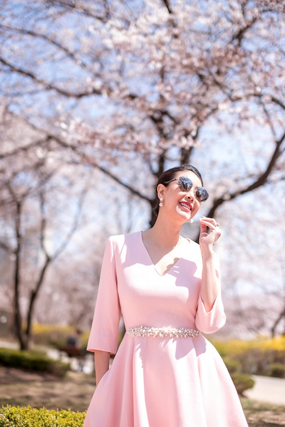 Hoa hậu Hà Kiều Anh trẻ trung, khoe dáng thon gọn ở Hàn Quốc-14