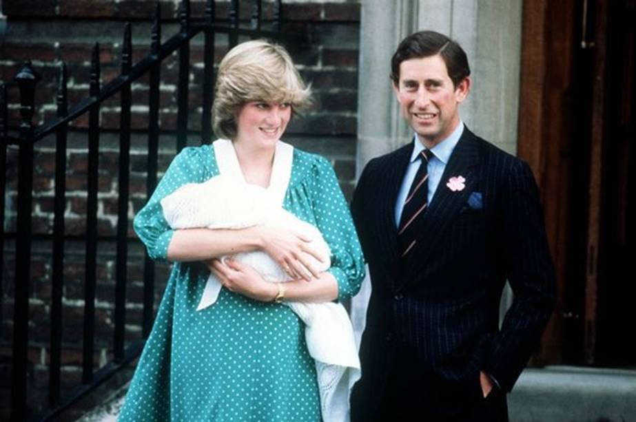 Góc khuất đáng sợ ít ai biết đằng sau hình ảnh bế con đẹp hoàn hảo ngay sau khi sinh của các nàng dâu hoàng gia khiến Meghan phải trốn tránh quyết liệt-3