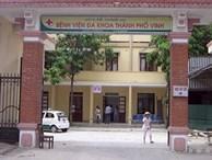 Đang khám bệnh, bác sĩ trẻ bị người nhà bệnh nhân đánh túi bụi phải nhập viện