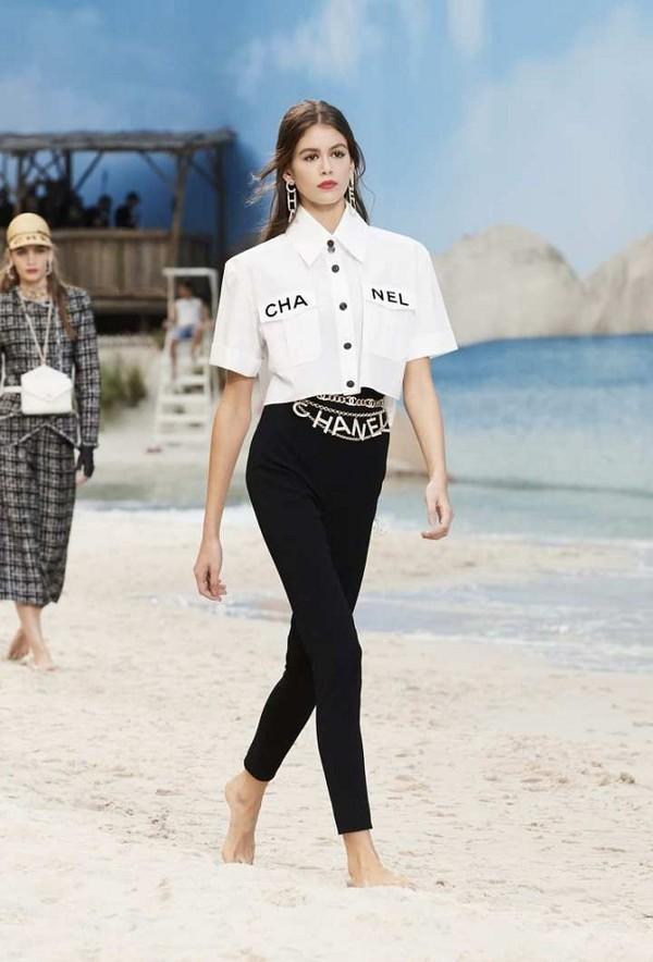 Phượng Chanel đụng hàng áo 50 triệu đồng với con gái Cindy Crawford-1