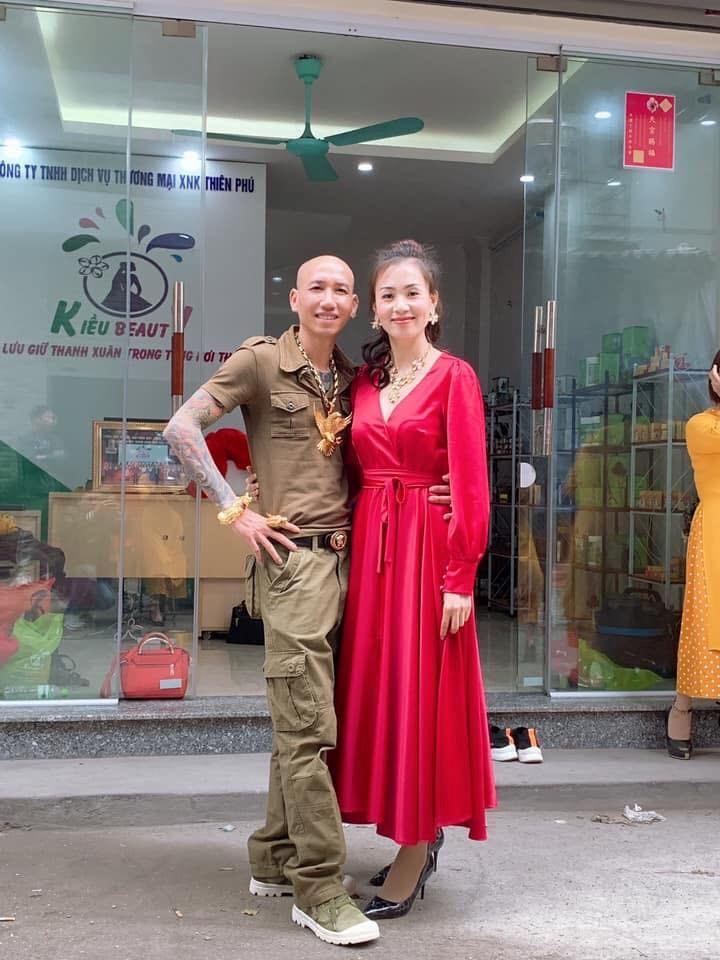 Vợ chồng ca sĩ Phú Lê bị điều tra vì quảng cáo thuốc không giấy phép với tác dụng... trên trời-1