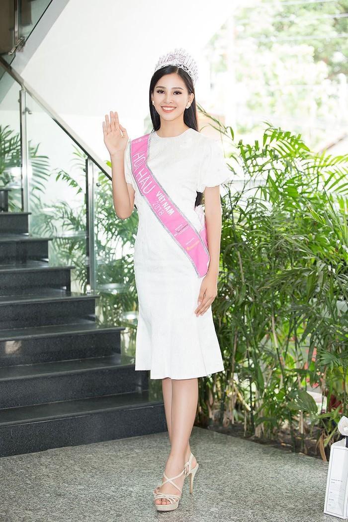 19 tuổi, Hoa hậu Tiểu Vy ngày càng chuộng phong cách gợi cảm-4
