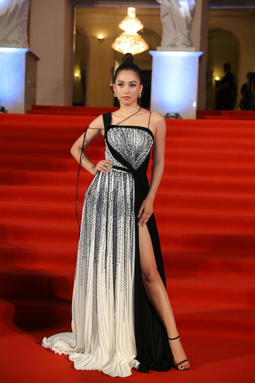 19 tuổi, Hoa hậu Tiểu Vy ngày càng chuộng phong cách gợi cảm-21