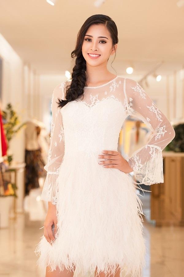 19 tuổi, Hoa hậu Tiểu Vy ngày càng chuộng phong cách gợi cảm-6
