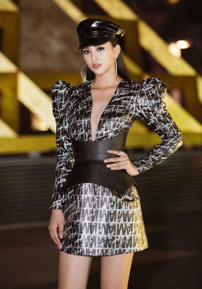 19 tuổi, Hoa hậu Tiểu Vy ngày càng chuộng phong cách gợi cảm-15