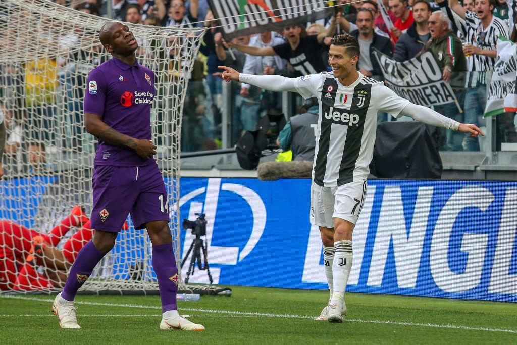Ronaldo trở thành tâm điểm của màn ăn mừng vô địch có một không hai-4