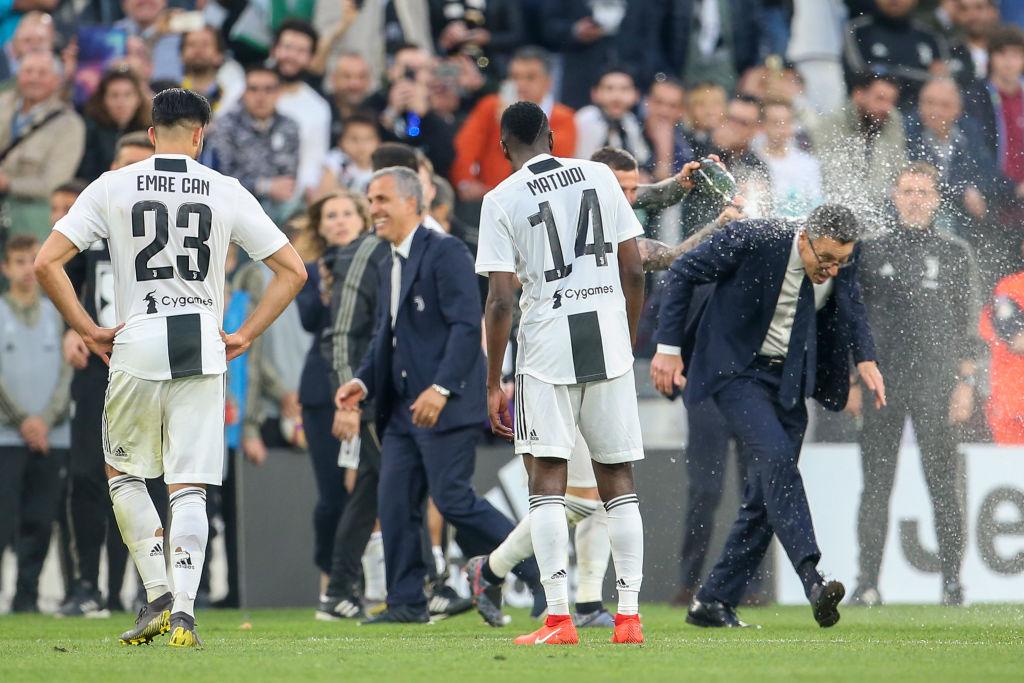 Ronaldo trở thành tâm điểm của màn ăn mừng vô địch có một không hai-10