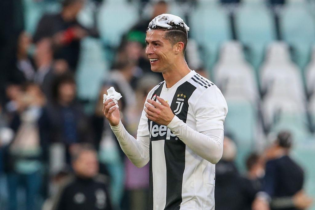 Ronaldo trở thành tâm điểm của màn ăn mừng vô địch có một không hai-7