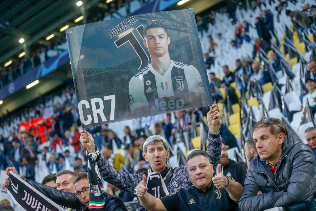 Ronaldo trở thành tâm điểm của màn ăn mừng vô địch có một không hai-1