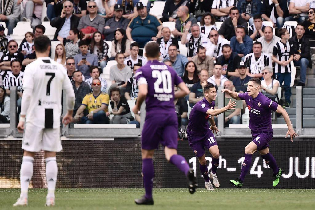 Ronaldo trở thành tâm điểm của màn ăn mừng vô địch có một không hai-2