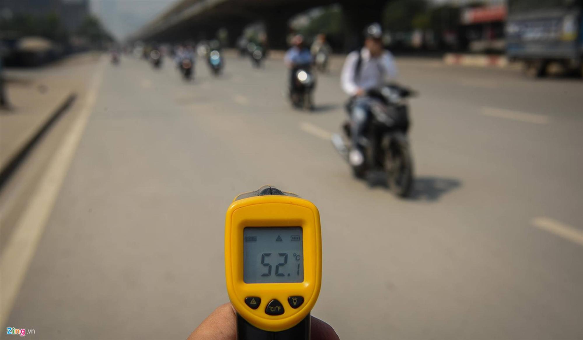 Mặt đường ở Hà Nội nóng hơn 50 độ C-4