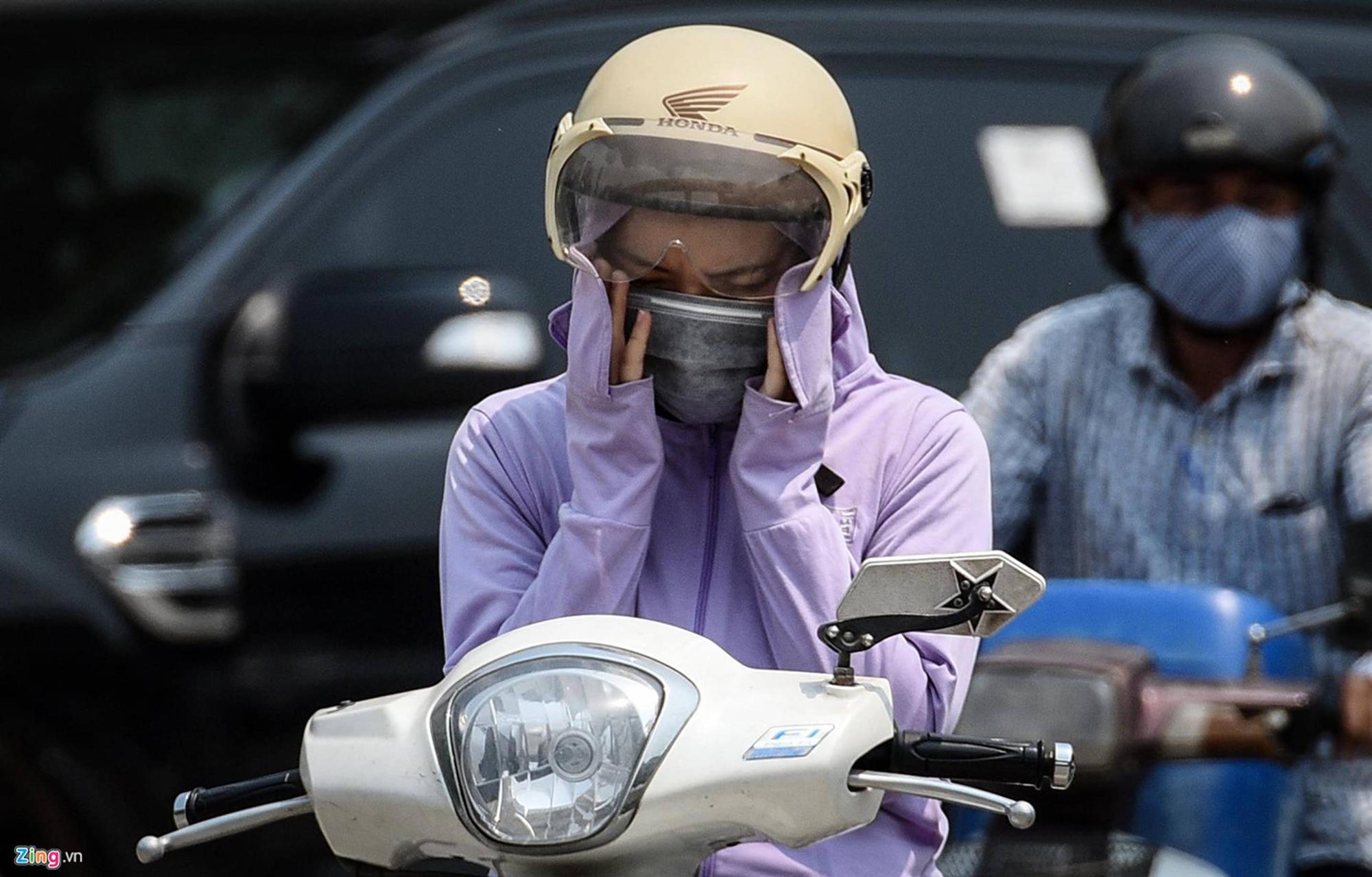 Mặt đường ở Hà Nội nóng hơn 50 độ C-6