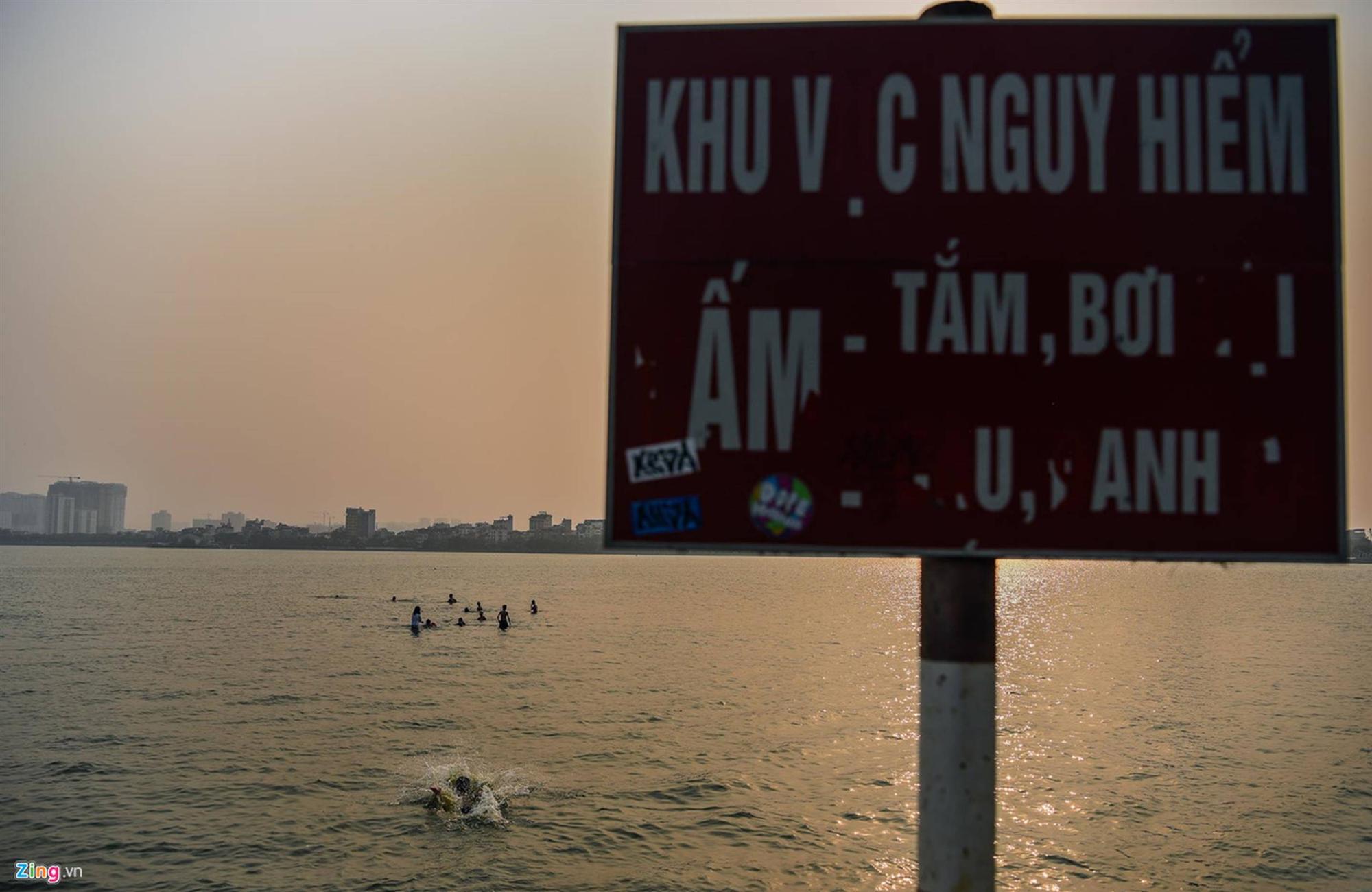 Mặt đường ở Hà Nội nóng hơn 50 độ C-10