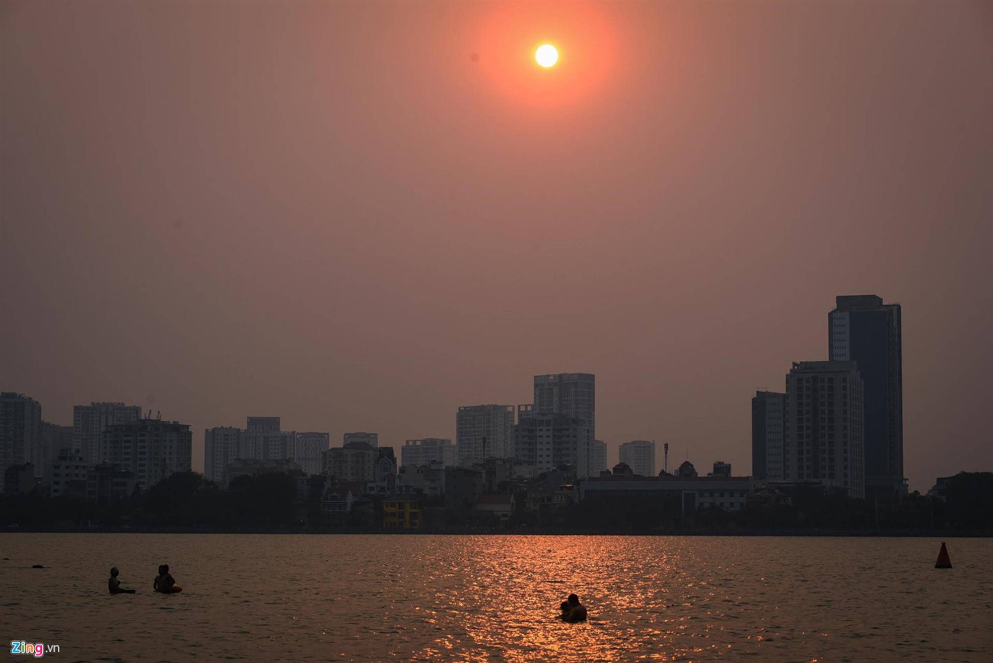 Mặt đường ở Hà Nội nóng hơn 50 độ C-9