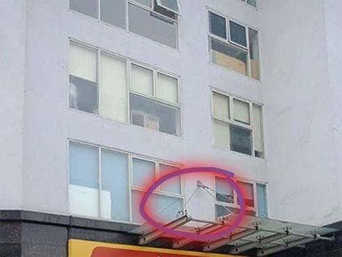 Bé trai rơi từ tầng 11 chung cư ở Hà Nội đã tử vong-1