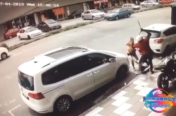 Vợ dũng cảm lao ra bảo vệ chồng khỏi kẻ biến thái tấn công bằng dao rựa giữa đường-3