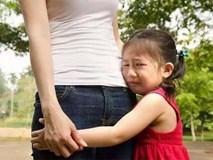 Nếu con bị bạn bắt nạt hay đánh đập ở trường thì đây là điều các bậc phụ huynh nên làm thay vì bảo trẻ mách cô