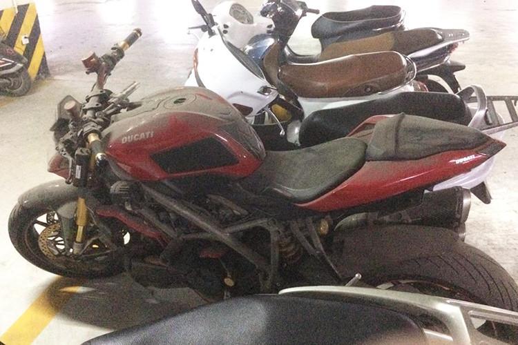 Siêu môtô Ducati hơn nửa tỷ bị bỏ xó ở Hà Nội-1