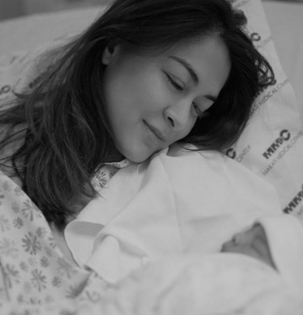 Mỹ nhân đẹp nhất Philippines lần đầu khoe ảnh cận mặt con trai: Sớm muộn cũng trở thành nam thần vạn người mê-2