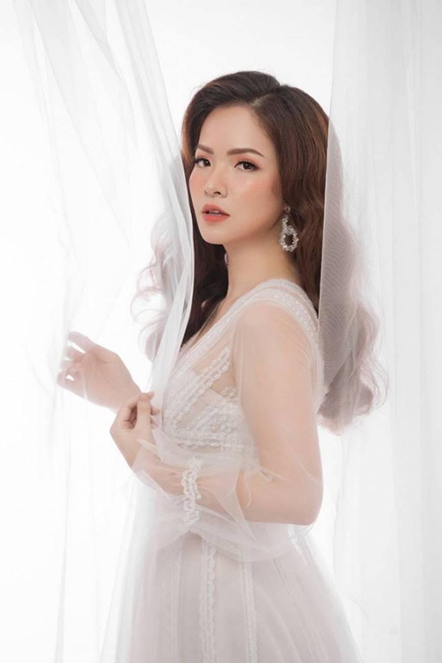 Gái hai con Đan Lê hóa công chúa mơ màng trong tà váy trắng tinh khôi-1